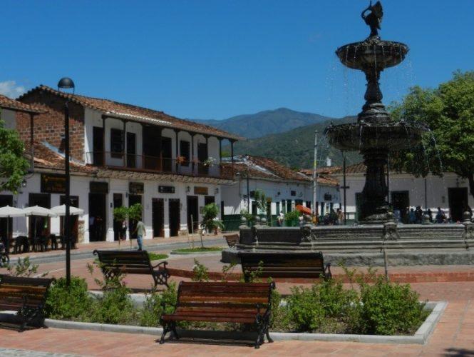 Die frisch renovierte Plaza Mayor von Santa Fe de Antioquia