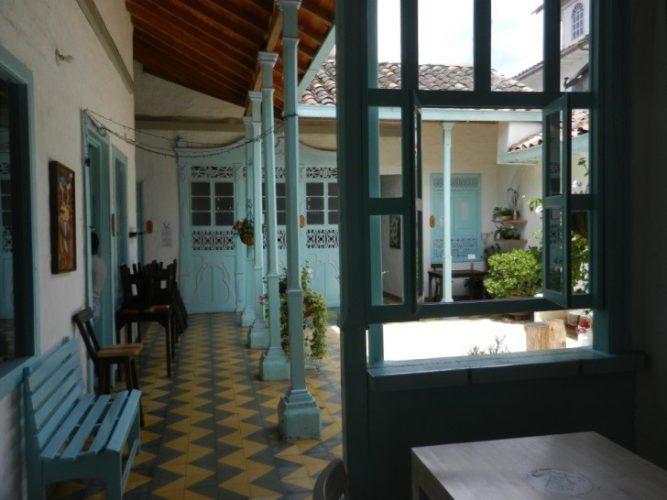 In El Retiro, bekannt für seine hochwertig arbeitenden Holzwerkstätten